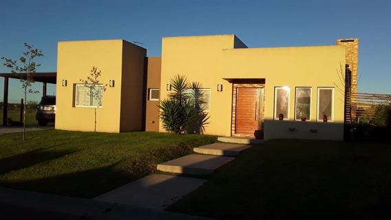 Casa De 3 Ambientes En Barrio San Sebastian Area 12 - Zelaya
