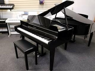 Yamaha Clp565 Clavinova Baby Grand Digital Piano Clp-565 565