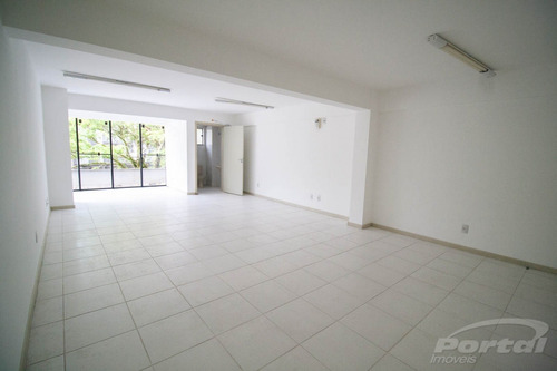 Sala Comercial No Bairro Ponta Aguda, Com Aproximadamente 61 M² Contendo 1 Banheiro E 1 Vaga De Garagem. - 3572264l