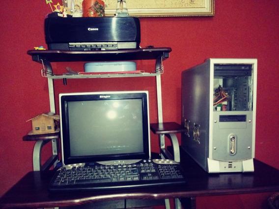 Computadora De Mesa, En Buen Estado