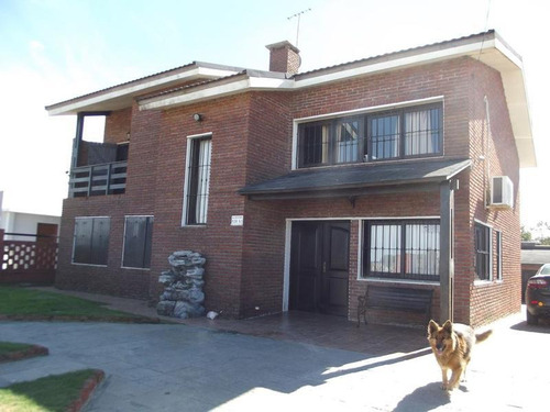 Venta Casa Tres Dormitorios Lomas De Solymar, Piscina, Barbacoa