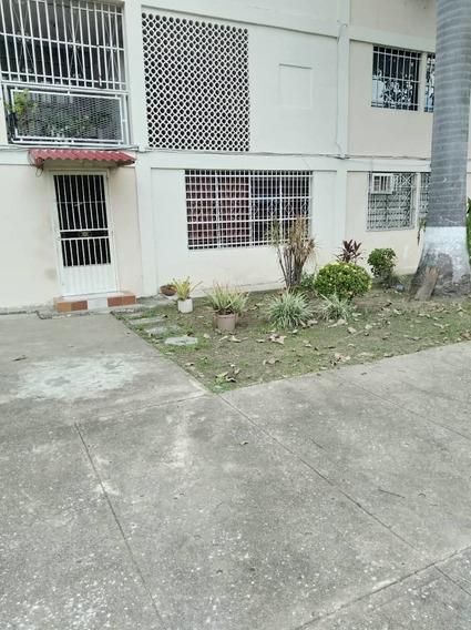 Apartamento En Venta En La Barraca 04128969771