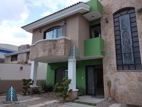 Amplia Casa Para Oficinas En Col. Jardines De San Ignacio