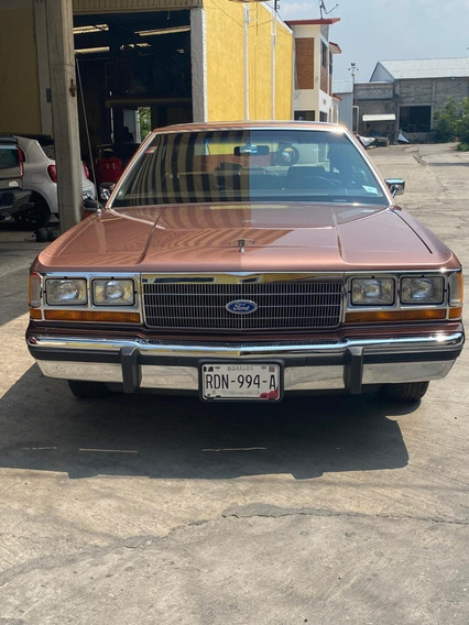 Ford Crown 1990