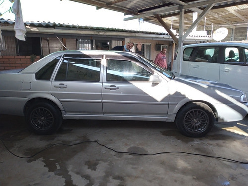 Imagem 1 de 10 de Volkswagen Santana 2001 2.0 4p
