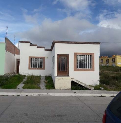 Bonita Casa En San Jose Iturbide, Terreno De 177 M2 Y 130 M2 De Construcción.