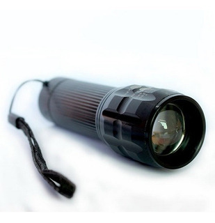 Lampara Tactica T6 Led 2000 Lumens Zoom Ajustable Reflector