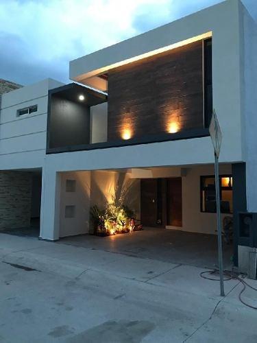 Casa Sola En Venta En Villas De Bernalejo, Irapuato, Guanajuato