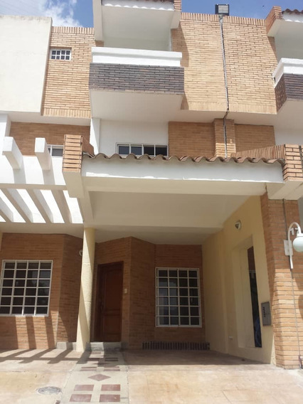 Townhouse En Venta En Trigal Norte 04124070540