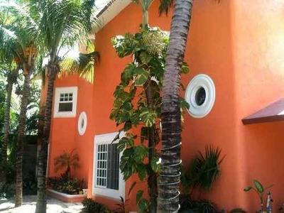Se Renta Casa De Tres Pisos En Ejidal, Playa Del Carmen