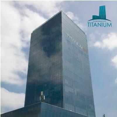 Local En Venta Coorporativo Titanium Fraccionamiento Miradores Clv - Ae