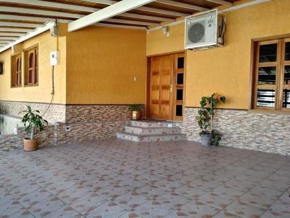 Casa En Venta Santa Cecilia Cabudare 20-6416 Zegm