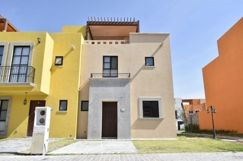 Casa En Venta Fraccionamiento Zirandaro