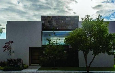 Venta Hermosa Residencia En Hacienda El Campanario Con Alberca Propia