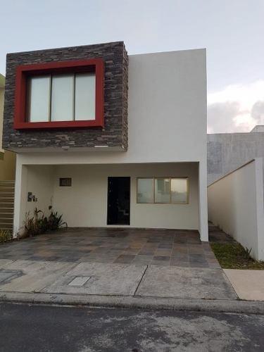 En Venta Casa De 3 Habitaciones Y Garaje Techado Para 2 Autos En La Privada El Dorado