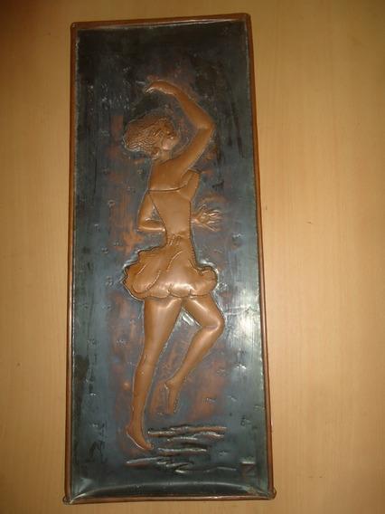 Placa De Cobre Chileno Com Escultura De Dançarina
