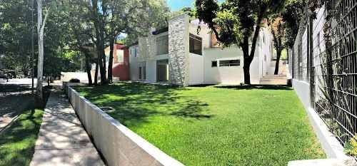 Residencia En Club De Golf Valle Escondido.