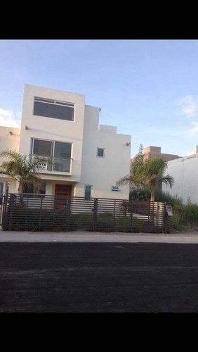 Se Vende Hermosa Casa De 4 Habitaciones, Ppal Con Baño Compl