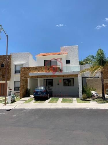 Renta Casa Amueblada De 3 Hab.+ Sala De T.v. En Juriquilla Santa Fe