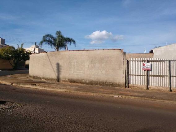 Venda De Terreno / Padrão Na Cidade De Araraquara 10026