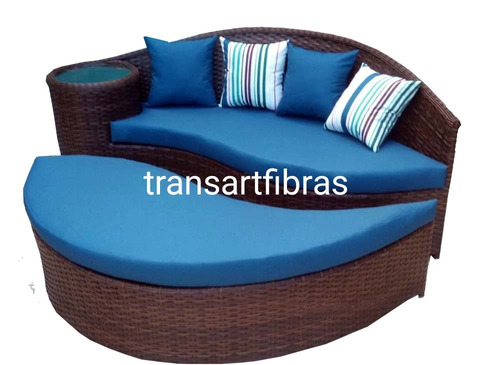Imagem 1 de 10 de Sofa Chaise De Fibra Sintetica Pra Varanda Puff De  1.90