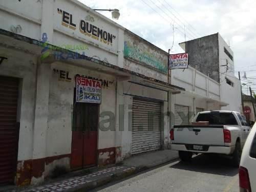 Locales En Venta Centro Tuxpan Veracruz Excelente Ubicación, En El Centro Financiero De Tuxpan Y Zona De Comercio Y Restaurantes A Una Cuadra Del Parque Reforma. Cuenta Con 2 Cortinas De Acero Y Una