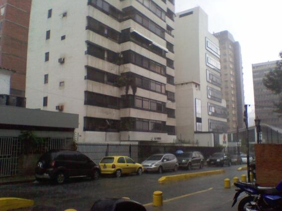 Alquiler De Oficina En Sabana Grande El Recreo.