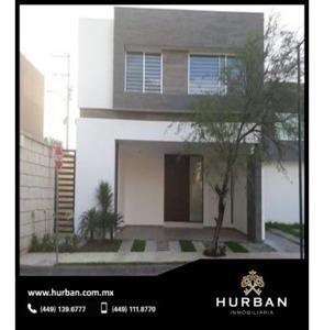 Hurban Vende Casa Seminueva En Coto Al Norte.