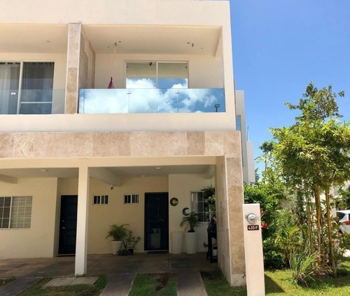 Casa De 3 Recámaras Con Terreno Excendente Selvanova P2957