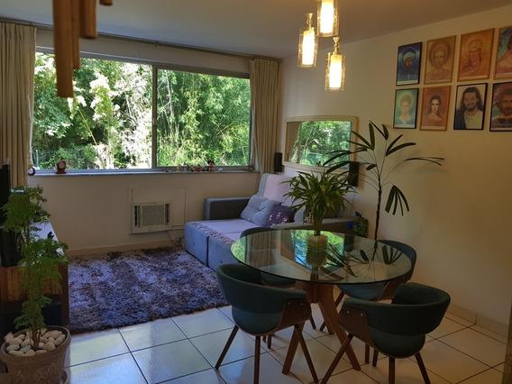 Apartamento De 2 Quartos E Dependência, Arejado E Silencioso