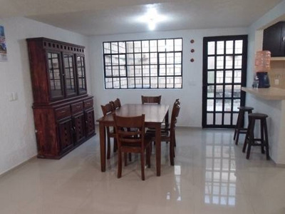 Rento Casa Duplex Semi Amueblada. Av. Santa Lucia