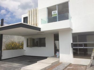 Se Renta Hermosa Residencia En Lomas De Juriquilla, 4 Recámaras, Jardín, Ctoserv