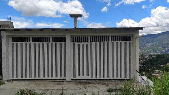 Casa En Venta, Altos De Paramillo.