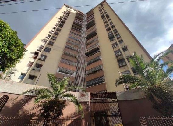 Apartamento En Venta En Urb. El Centro Zp 20-9218