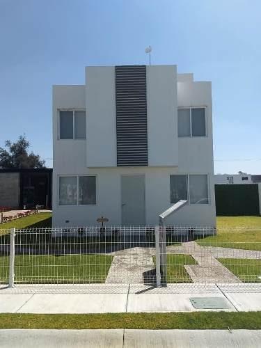 Casa En Fontana De 4 Recámaras, 3 Baños, Privada Con Alberca