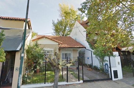 Casa 3 Ambientes Con Jardin Cerca De La Plaza
