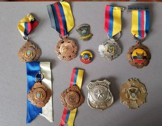 Condecoraciones,escarpelas ,pin, De La Policia Nacional