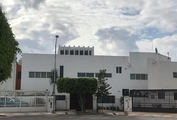 Casa En Venta De 3 Recamaras Roof Top En Calle 58 Paseos De Pensiones, Merida, Yucatan