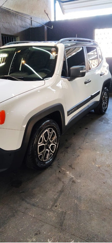Imagem 1 de 9 de Jeep Renegade