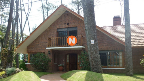 Casa En Venta Y Alquiler, Mansa, Punta Del Este, 5 Dormitorios.- Ref: 206015