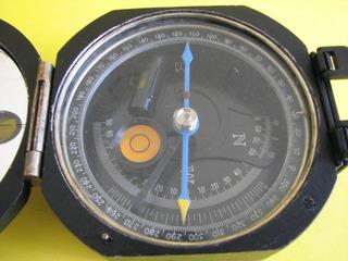 Bússola Profissional Yamano Com 2 Níveis Rotaciona Completa