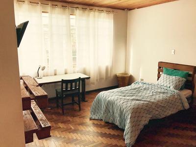Habitación-cuarto Estudiantes Universidad Veritas Zapote Bañ