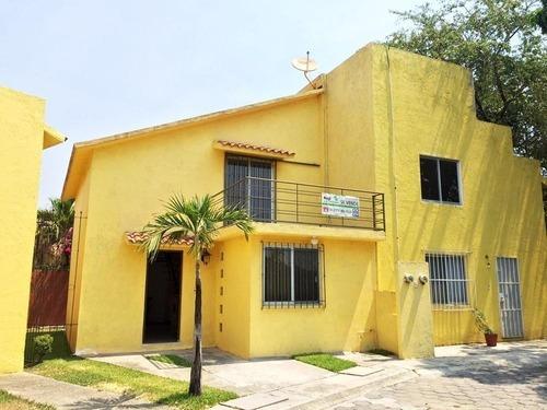 Casa En Fraccionamiento Residencial El Zapote