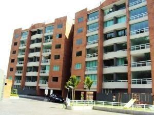 Excelente Propiedad, Bellas Residencias Con Piscina Y Parque