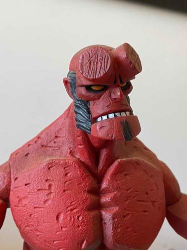 Hellboy Figura Articulada Version Comic De Mezco