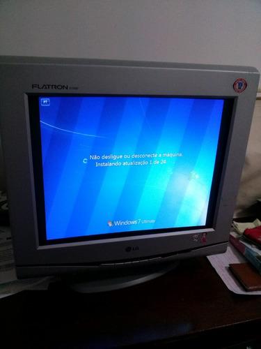 Computador LG Flatron F700p