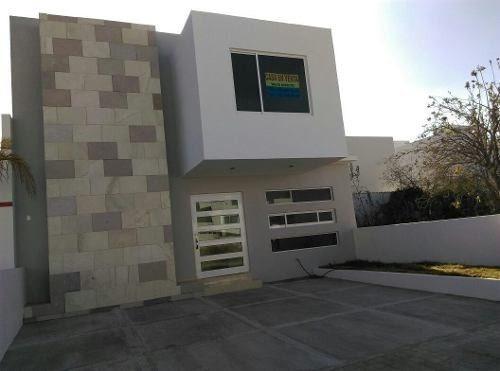 Hermosa Casa En El Mirador Con 4 Habitaciones, Una En P.b,