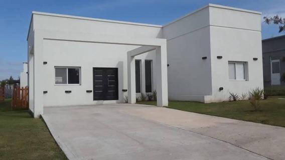 Casa En Venta En Pilar Del Este. Retasada!