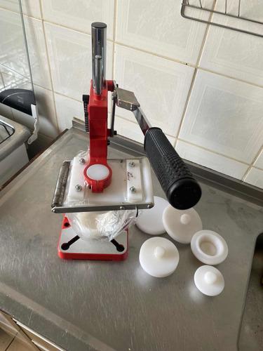 Imagem 1 de 5 de Máquina De Abrir E Fechar Empadas Com 2 Tamanhos De Forma
