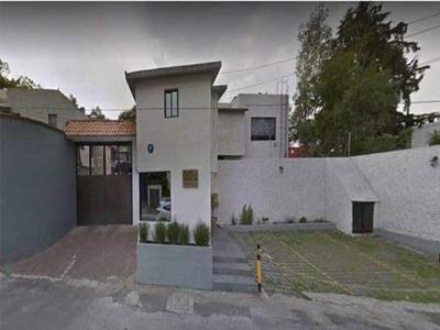 Hermosa Casa Con Excelente Ubicacion!!! En Venta